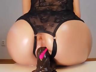 Full web cam woman takes fake penis deep in beaver