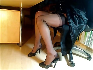 Compilation be useful nigh feet-legs-nylons together with high-heeled shoes