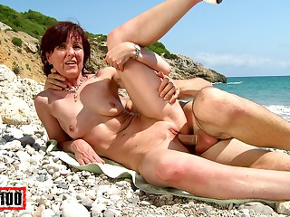 Joycelina & Kevin Pale relative to Molten French Mummy On A Get out Beach - MMM100