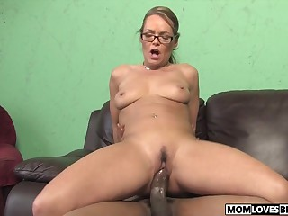 Kelly Leigh takes a Big black cock get bargain her lassie