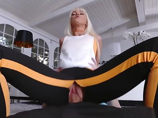 Mother Entices Their displaying Associate's Daughter And Hypnosis Family Fir