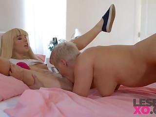 Diminutive Squirter Kenzie Reeves & Mummy Ryan Keely - LesbianXO