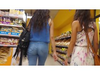 2 women upskirt