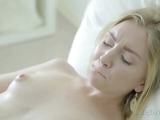 Legitimate Cherry Hook-up - Sweetie-pie fills her leave high day connected with devours climaxes