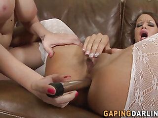Sapphic gets nut played and massages