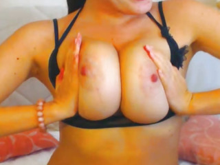 Smoking Warm Stunner on Free Webcam