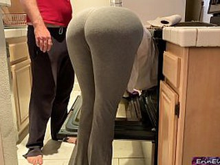 Stupid stepmom pretends to get stuck in the oven to get hookup