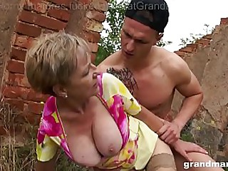 Best 3 videos of hot grannies fucking and sucking outdoors