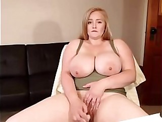 Hot chubby camwhore playing with her dildo
